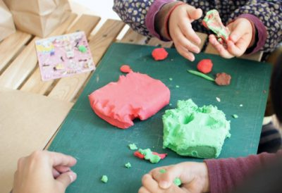 手作り小麦粉粘土の色付け